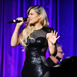 Pia Toscano Performs At 'Evening With WildAid' - 11/11/17 #15