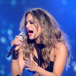Pia Toscano Performs At The American Idol Farewell Finale 4/7/16 #11